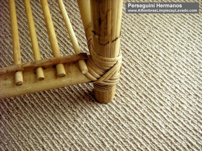 Desmanchado alfombra color claro
